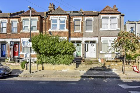 3 bedroom flat for sale - Sellincourt Road, London SW17