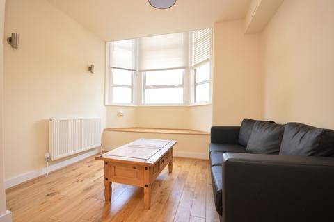 3 bedroom flat to rent - Norwood High Street London SE27