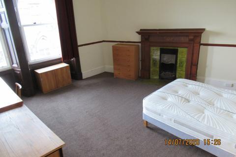 1 bedroom flat - Commercial Street,