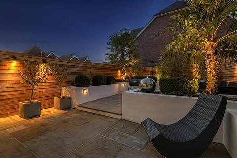 4 bedroom terraced house for sale - Highwood Crescent, Horsham, RH12