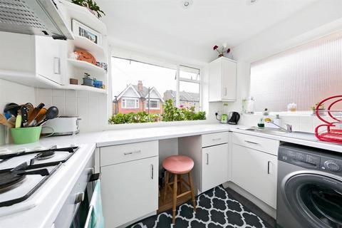 2 bedroom maisonette for sale - Carlyle Road, London