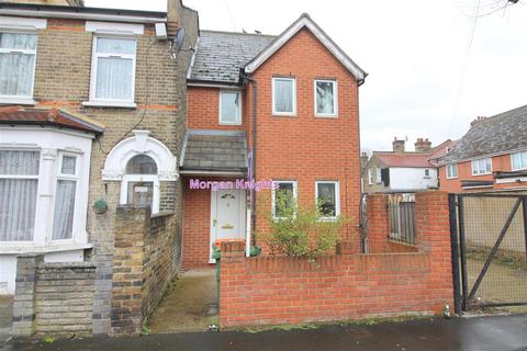 2 bedroom end of terrace house for sale - Altmore Avenue, East Ham, E6