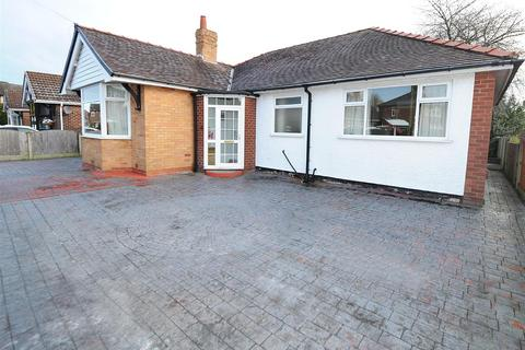 3 bedroom bungalow for sale - 5 Lyndon Road, Irlam M44 6WB