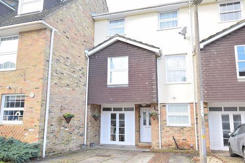 4 bedroom townhouse - Penshurst, Old Harlow