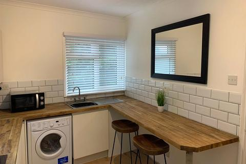 1 bedroom in a flat share to rent - Ashford Road, Maidstone, Kent, ME14