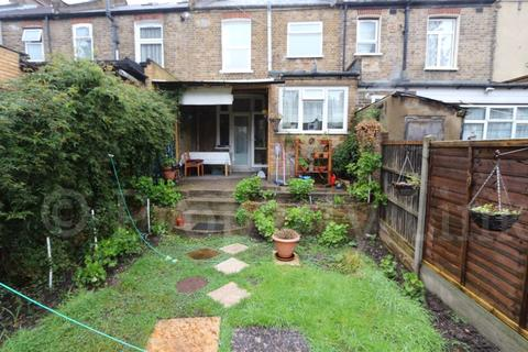 3 bedroom house for sale - Ladysmith Avenue, London