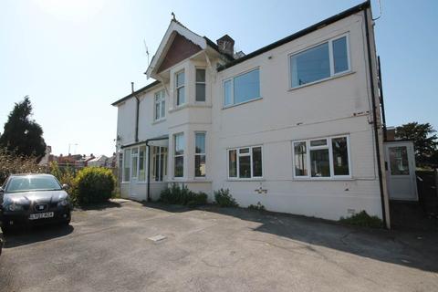 3 bedroom flat to rent - Flat 4 Ravenscourt, 80 Southbourne Road , Southbourne