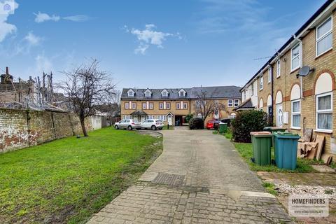 3 bedroom apartment for sale - Elgar Close, Plaistow, E13