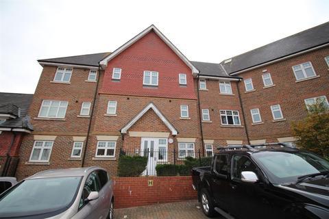 2 bedroom apartment - Gravelly Field, Ashford