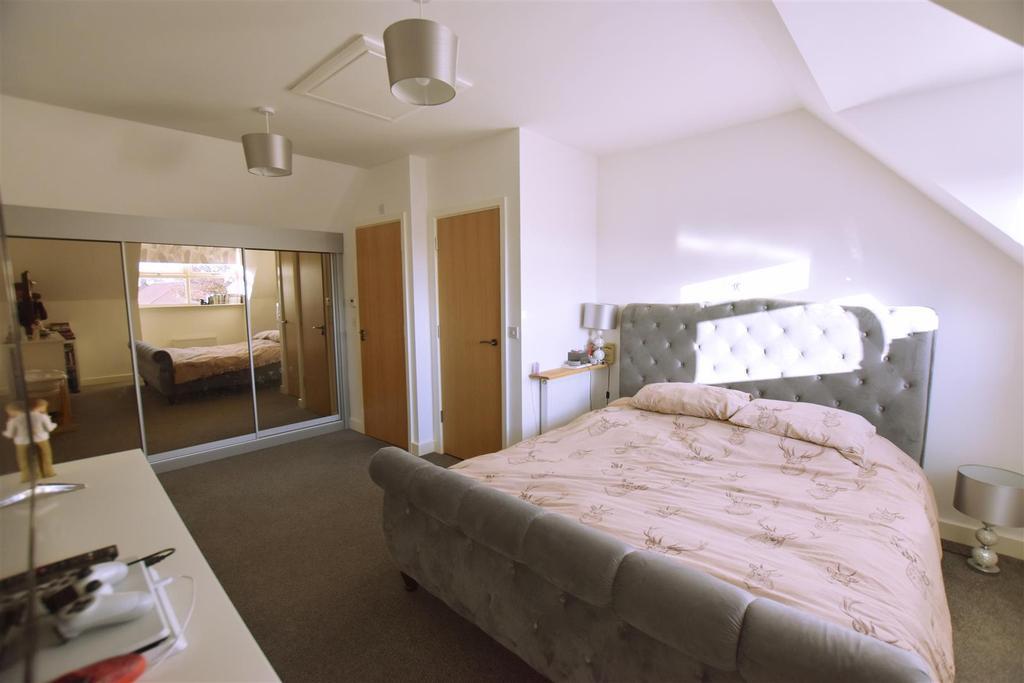 DSC 0500 top bedroom.jpg