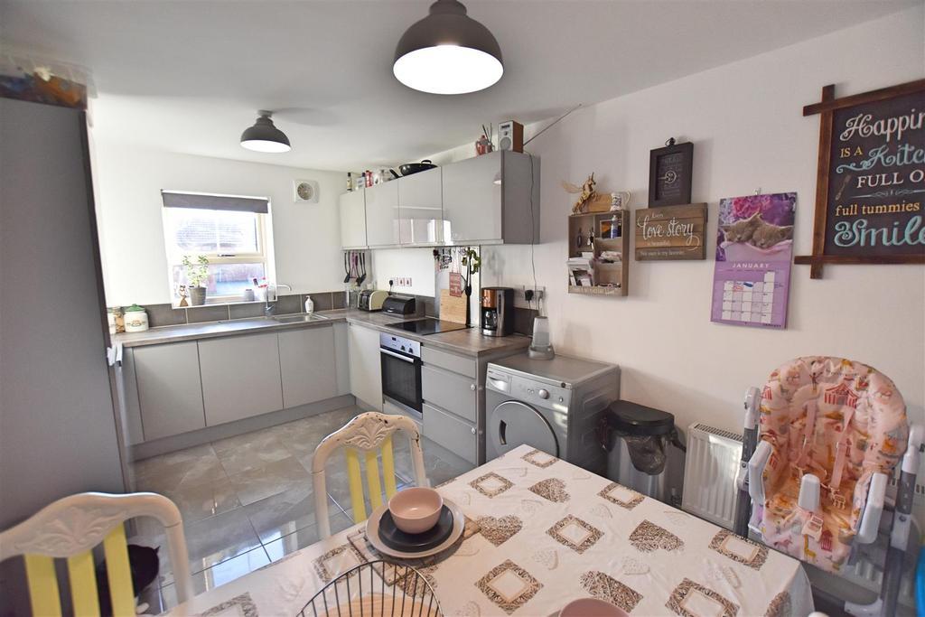DSC 0478 Kitchen 2.jpg