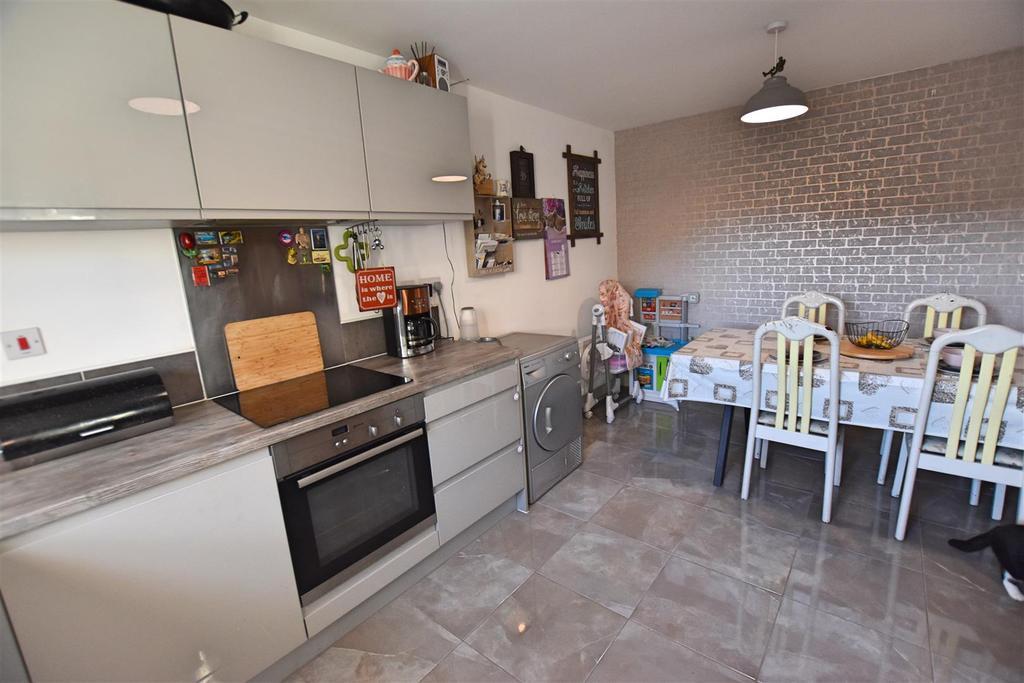 DSC 0484 Kitchen 3.jpg