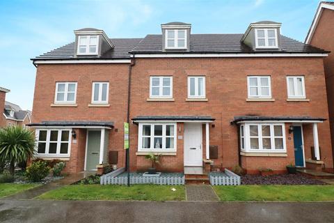 4 bedroom townhouse for sale - Hidcote Walk, Welton, Brough