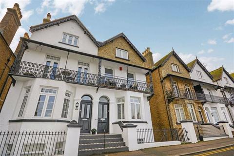 3 bedroom semi-detached house - Queens Gardens, Broadstairs, Kent