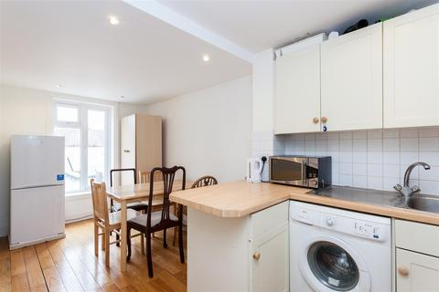 3 bedroom flat to rent - Askew Road, London, W12
