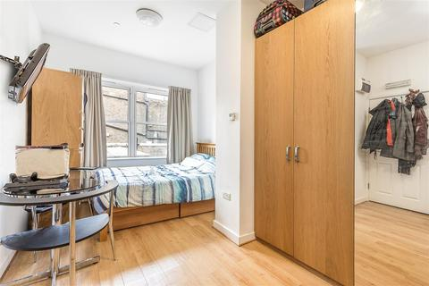 Studio to rent - Shepherds Bush Road, London, W6