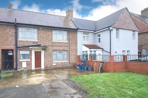 3 bedroom terraced house to rent - Wesley Avenue, Hounslow, TW3