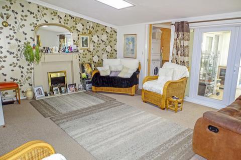 3 bedroom bungalow for sale - Hallington Mews, Killingworth, Newcastle upon Tyne, Tyne and Wear, NE12 6UE
