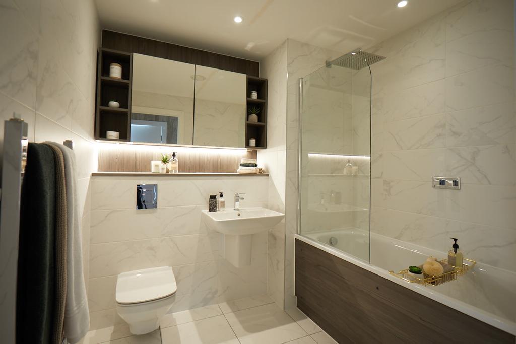 6. Main bathroom.jpg