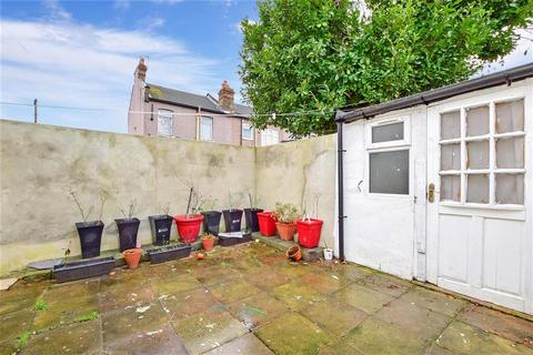 2 bedroom ground floor flat for sale - Green Lane, Ilford, Essex