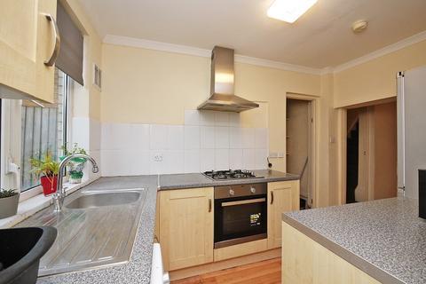 2 bedroom terraced house to rent - Trevelyan Road, Stratford London. E15