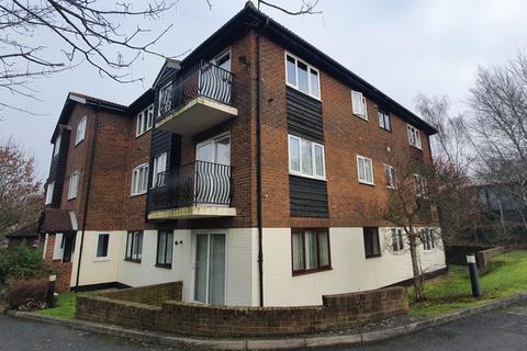 2 bedroom flat - Birchend Close, CR2