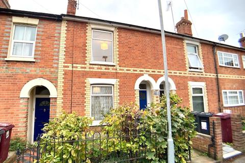 3 bedroom terraced house to rent - Donnington Gardens, Reading