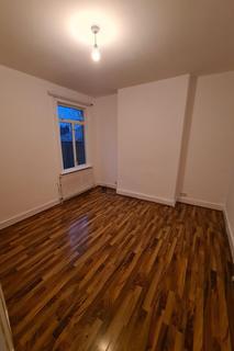 3 bedroom flat - Lyham Road, Brixton Hill, London SW2