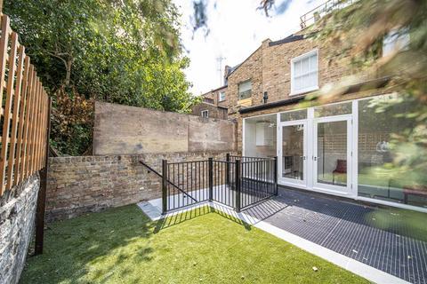 4 bedroom flat to rent - Macfarlane Road, W12