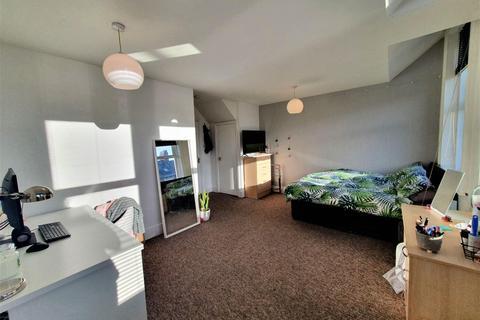 4 bedroom maisonette to rent - Rothbury Terrace, Heaton, NEWCASTLE UPON TYNE NE6