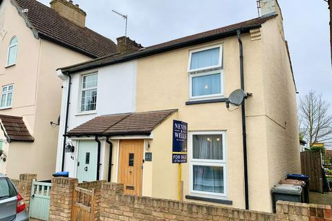 2 bedroom semi-detached house for sale - New Road, Staines upon Thames, TW18