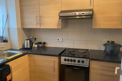 2 bedroom detached house to rent - Sunbury,  Surrey,  TW13