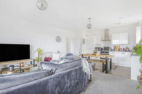 2 bedroom flat - Hobson Avenue, Trumpington, Cambridge