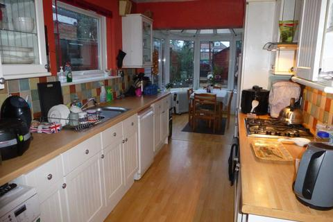 2 bedroom house to rent - e