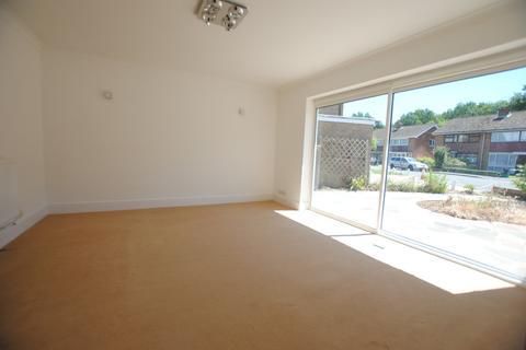 2 bedroom detached bungalow to rent - Old Fox Close, Caterham