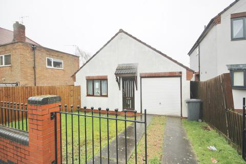 2 bedroom detached bungalow - Orton Road, Leicester
