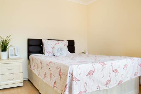 1 bedroom in a flat share to rent - Dee Street , London E14