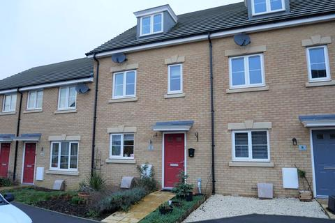 4 bedroom terraced house for sale - Hutton Close, Paxcroft Mead