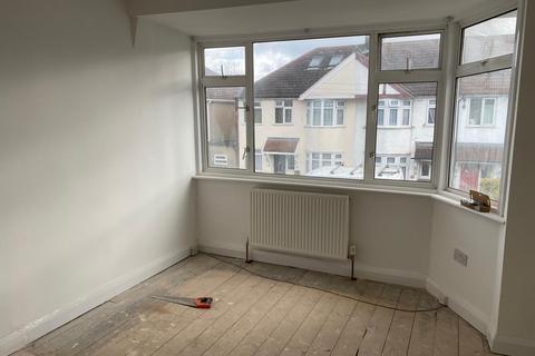 2 bedroom terraced house to rent - Sunningdale Avenue, Feltham
