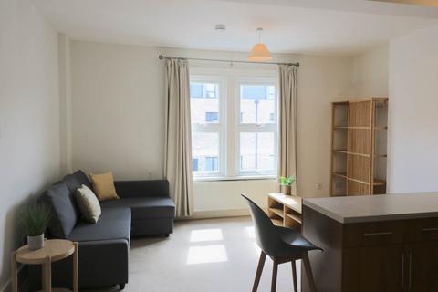 Studio to rent - Newmarket Road, Cambridge,