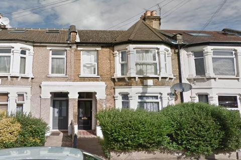 1 bedroom flat - Claude Road, Leyton, London