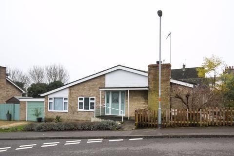 3 bedroom bungalow for sale - High Street, Brackley