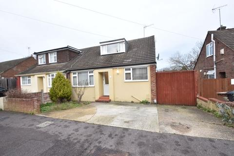 2 bedroom semi-detached house - Saywell Road, Luton