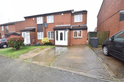 4 bedroom semi-detached house for sale - Swallow Close, Luton