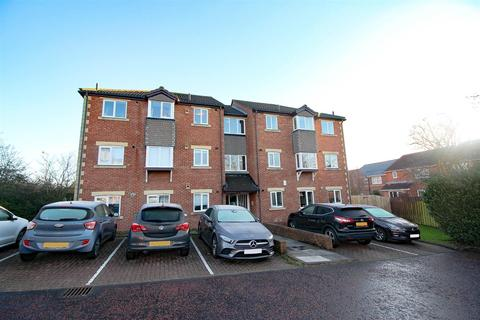 2 bedroom ground floor flat - Allingham Court, Newcastle Upon Tyne