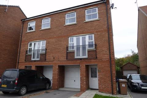 4 bedroom semi-detached house - Kings Court, Market Weighton