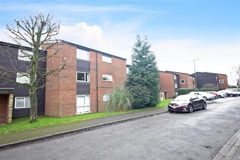 1 bedroom flat for sale - Gilligan Close, Horsham