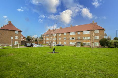 2 bedroom flat for sale - Pevensey Avenue, Enfield