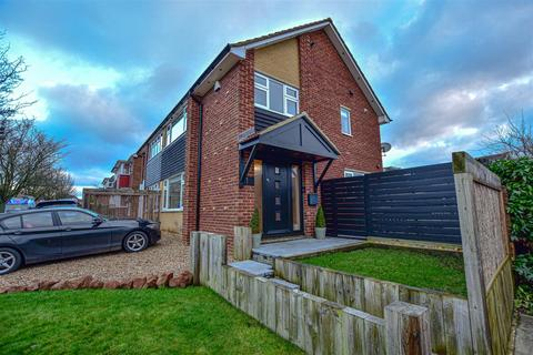 3 bedroom semi-detached house for sale - Kelso Drive, Gravesend