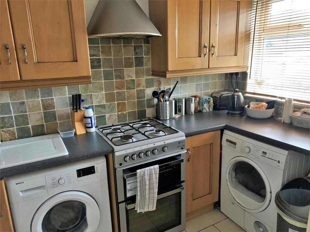 2 Sherington Mead, Chippenham   Kitchen1.jpg